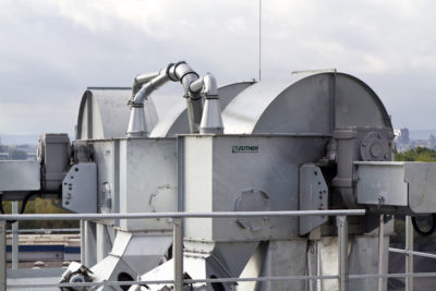 Zuther Entstaubungstechnik: Filteranlage mit Elevatoren, welche am Kopf besaugt werden